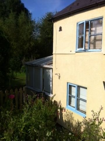 Quaint 1770 cottage in countryside - Swindon - Pousada