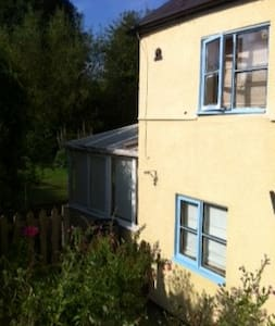 Quaint 1770 cottage in countryside - Swindon - Szoba reggelivel