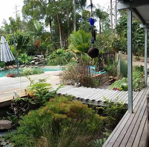 Luxury Eco home in rainforest, 10min from Noosa