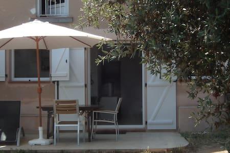 Studio bas de villa terrasse jardin - Ajaccio - Wohnung