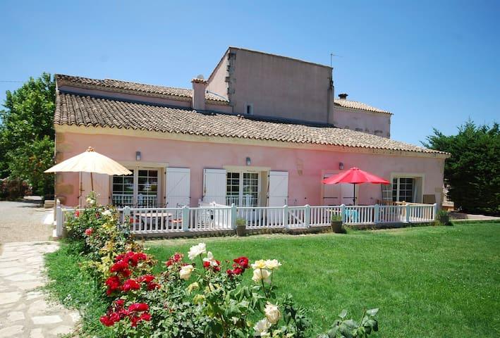 Gite : 2 Bedrooms, Aircon and Pool - Générac - Chalet