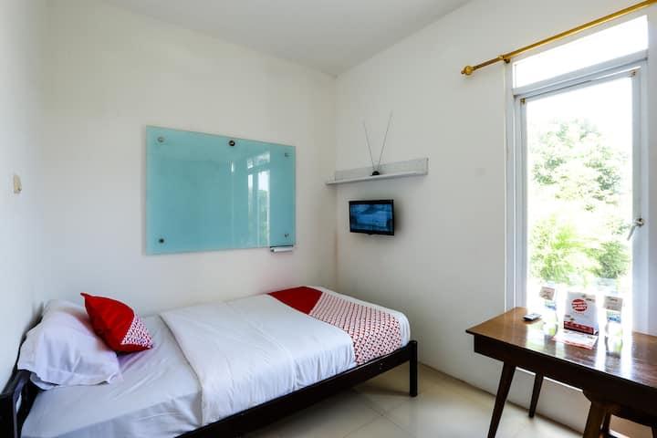 Cisitu Valley Villa (Room no. 1)