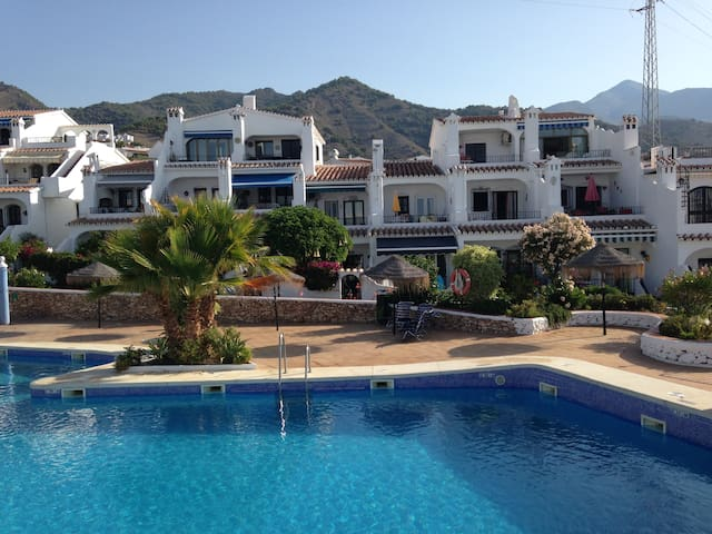 Modern 2 bedroom apt. by the pool - Nerja - Leilighet