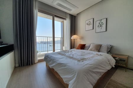 NEW! Stylish sea view APT. In the heart of Sockcho