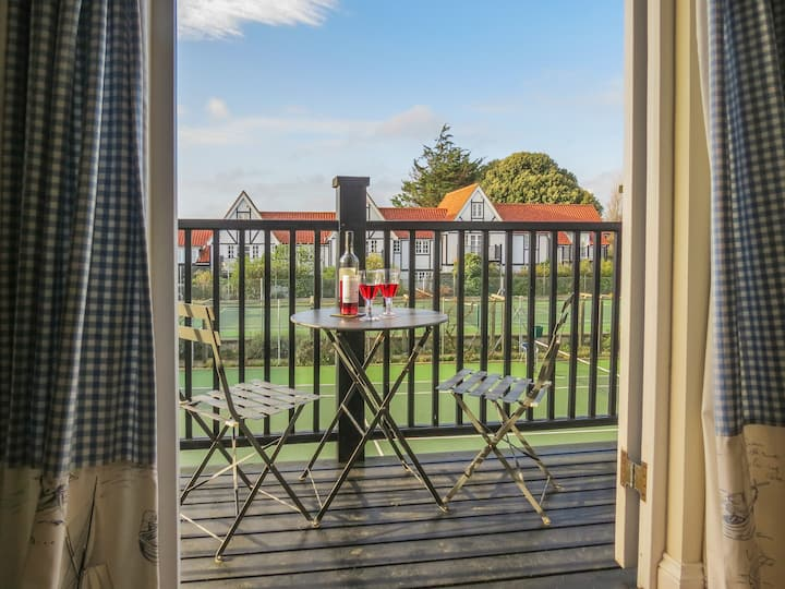 2 Bell Lodge - Traditional Thorpeness Retreat