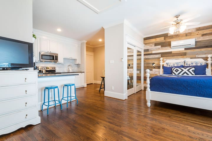 Open concept, urban studio with all the amenities you want