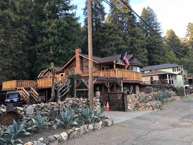 Awesome - Russian River Wine Lodge !! W/ Hot Tub !