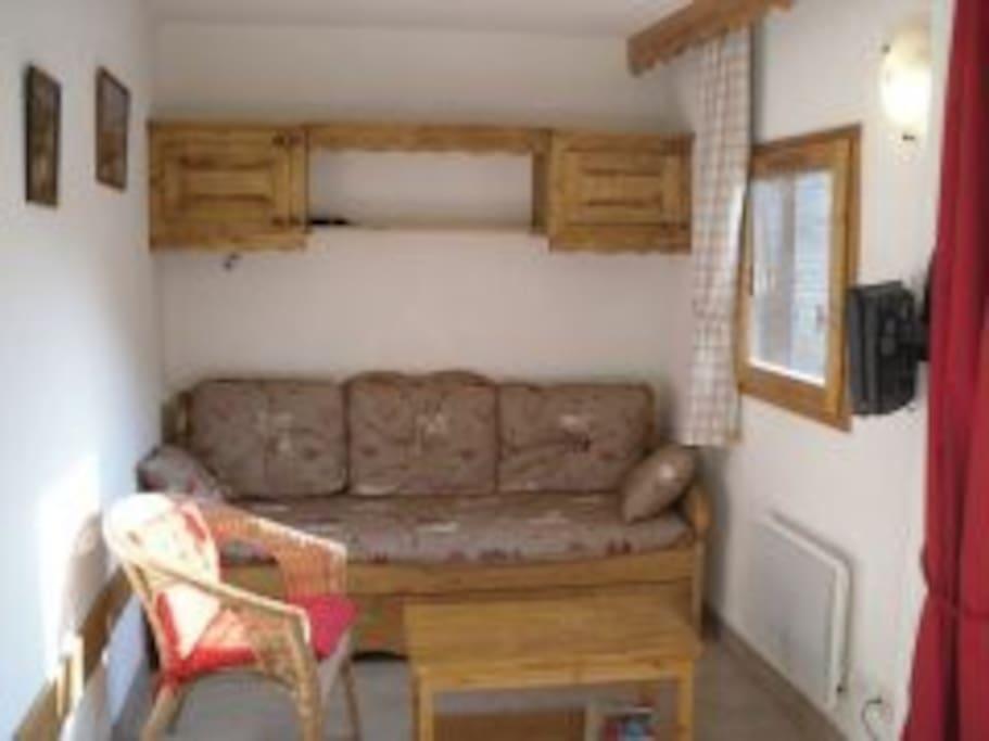 salon avec canapé lit gigogne 2 places