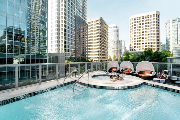 Luxury, Spacious 1 Bed + Parking at the Shangri-La