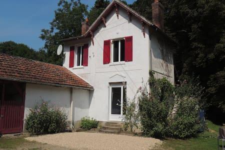 La Petite Maison de la Tribu - Oinville-sur-Montcient - Huis