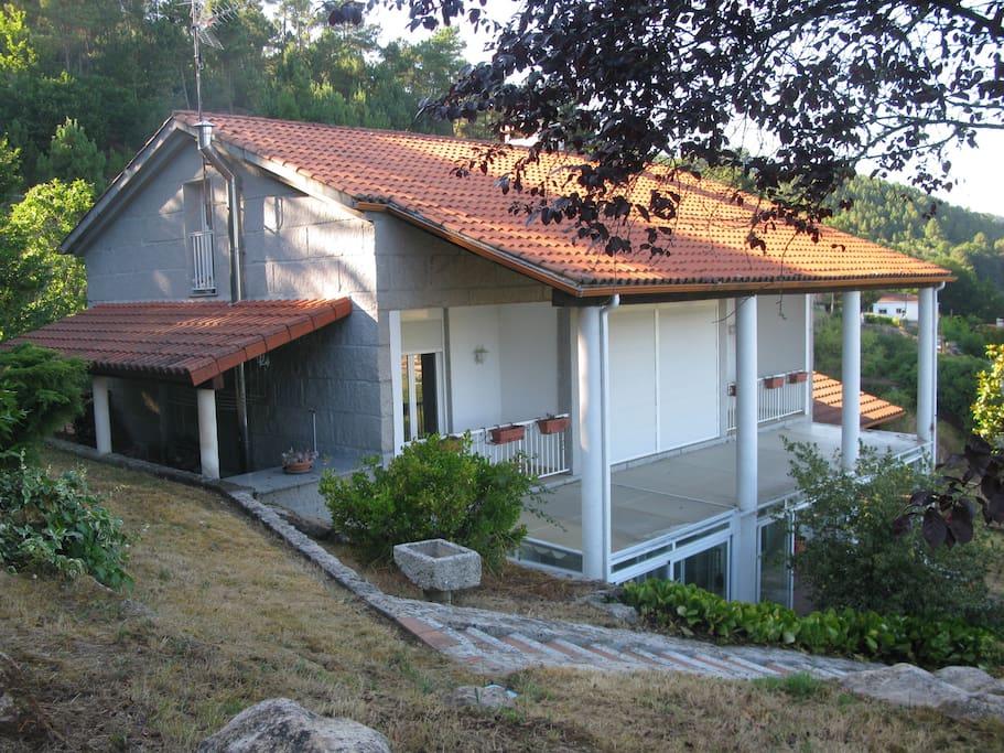 Casa con piscina y magn ficas vistas chalets en alquiler for Casas con piscina en galicia