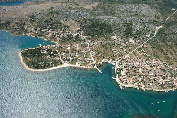 Apt Bujas Raslina 2+2 persons, beach 20m away!! - Raslina - Διαμέρισμα