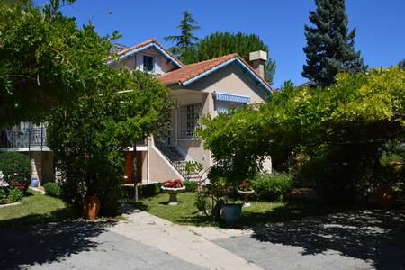 Stylish, panoramic villa **** in Drôme provencale - Buis-les-Baronnies - วิลล่า