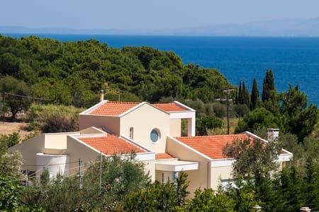 Luxurious villa by the sea - Αγριλιά Κρατήγου