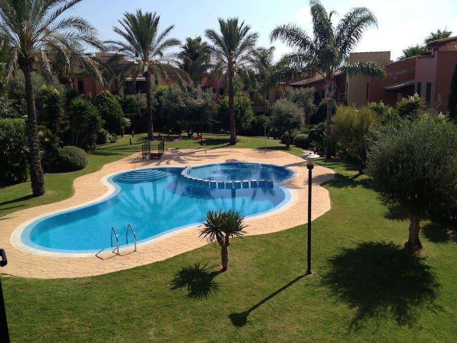 3 piscinas en la urbanización