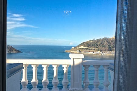 On La Concha Beach. Walk to Old Town. Breakfast. - San Sebastián - Bed & Breakfast