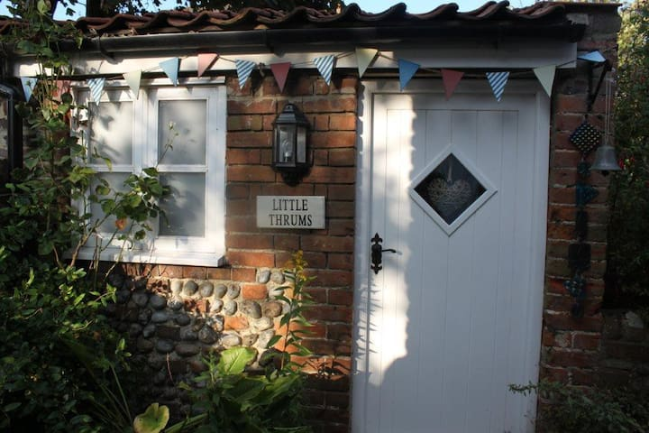 Quaint weavers brick & flint annex - Happisburgh