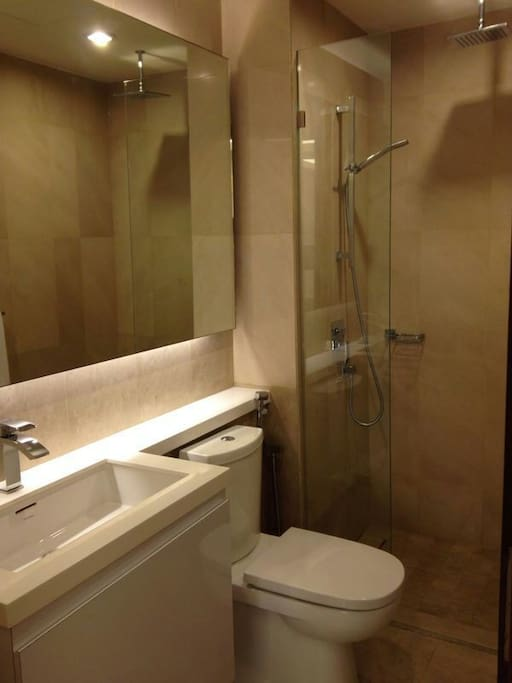 Modern bathroom, bathroom amenities provided