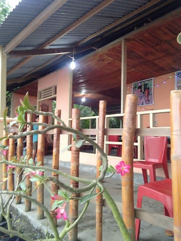 Uri Beach Home stay and Resto