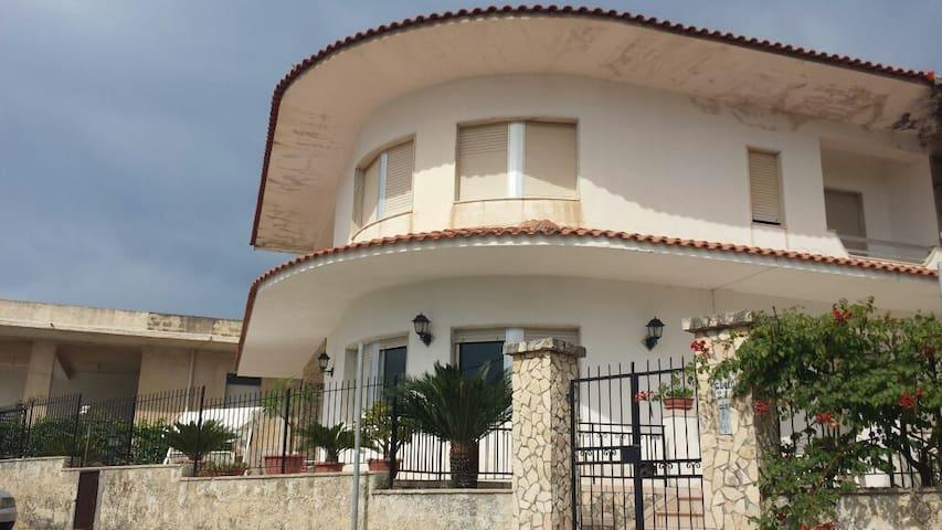 Casa indipendente a 150mt.dal mare - Seccagrande - Casa
