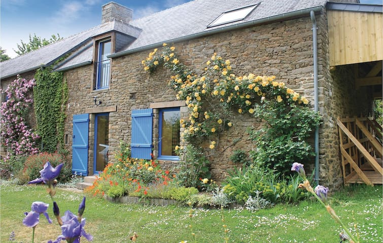 Semi-Detached with 1 bedroom on 110m² in Plouer sur Rance