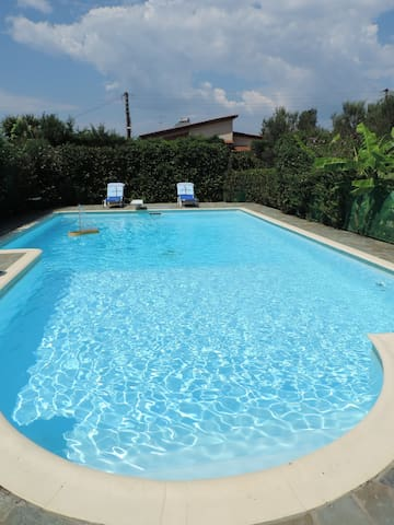 VILLA WITH BIG GARDEN AND POOL