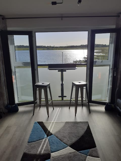 Executive 2 Bed apartment with lake views