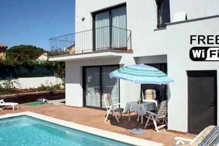 8p Modern villa with WiFi and pool. Dogs welcome! - L'Escala
