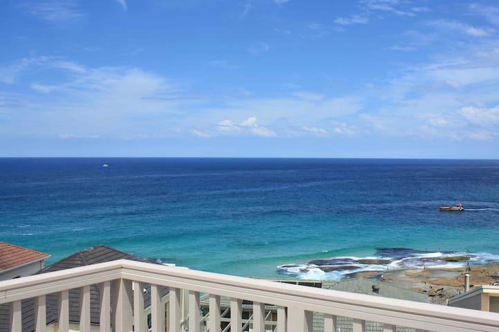 Meerblick und Strände der Bondi Tamarama Beaches