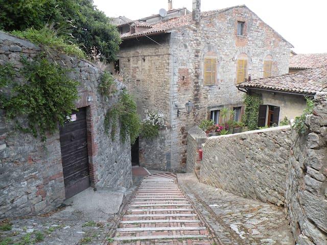 Villa de Luca, steps to Todi center - Todi - Apartment