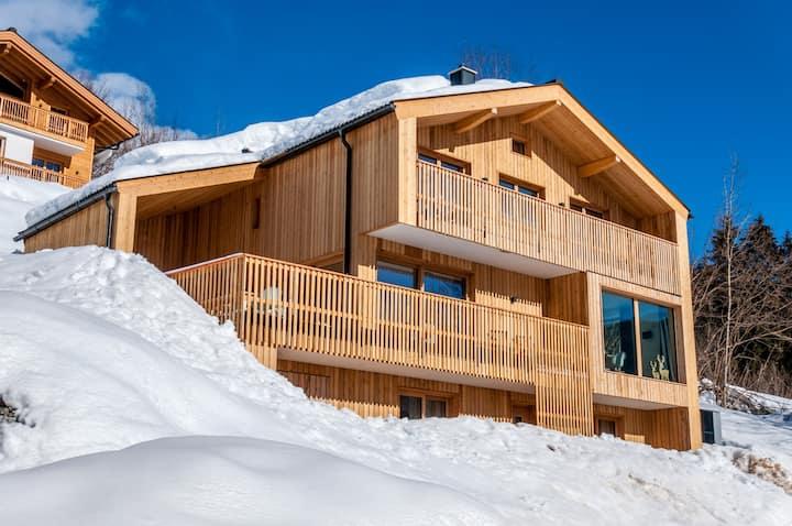 Wanderfalk Lodge - Luxury Alpine Chalet with Sauna