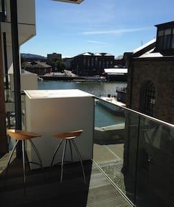 Beautiful Harbourside Balcony Studio - Bristol - Apartment