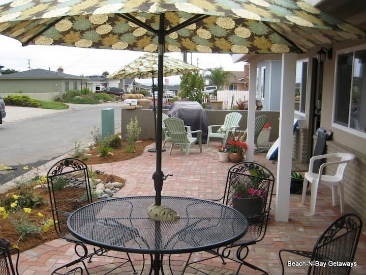 Beautifully Remodeled Home. High-End Furnishings. 3 Blocks to Beach on Ocean Side of Freeway.