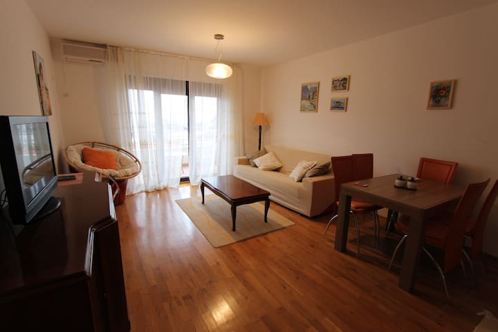 2-bedroom flat with 3 cute sunny terraces - Petrovac - Apartment
