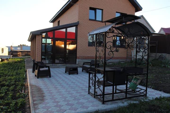 Гостевой дом с сауной и бассейном, 160 м²