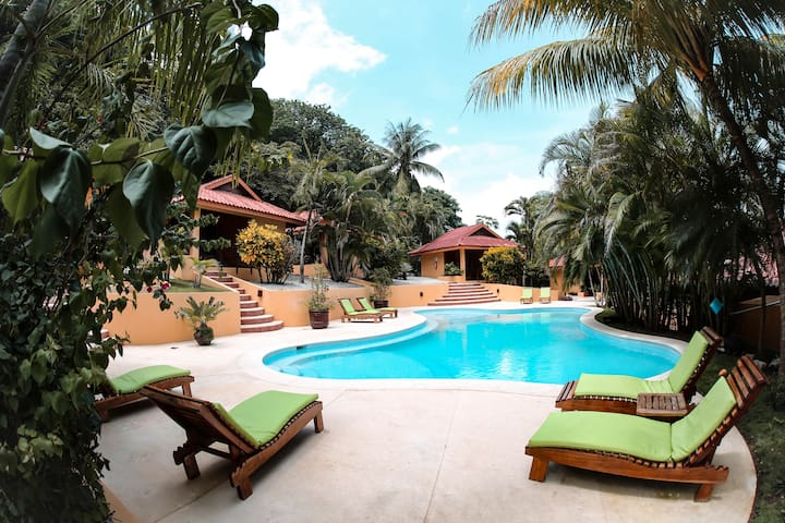 Private Bungalow. Breakfast Included!Walk to beach