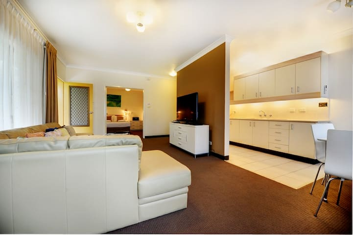 Smugglers on the Beach - 2 Bedroom Apartment - Korora - Apartment
