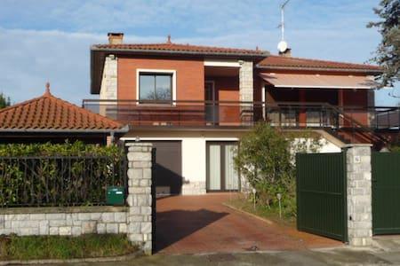 T5 dans grande villa près de Toulouse.