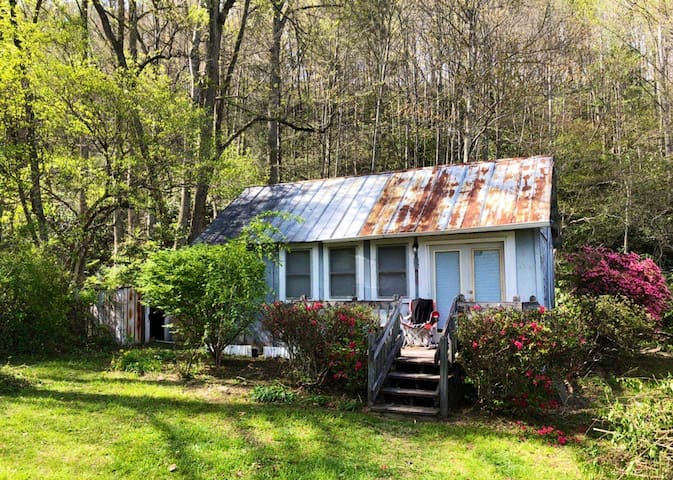 Private Creekside Getaway at Sitton Place