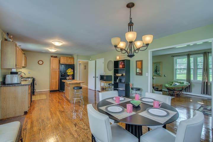 Beautiful Furnished 3 Bedroom - Nashville - House