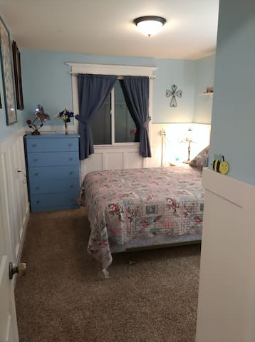 "guest bedroom ""Butterfly room"""