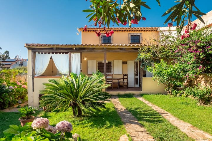 Mediterranean Holiday Home with Wi-Fi, Air Conditioning, Garden & Terrace; Parking Available, Pets Allowed