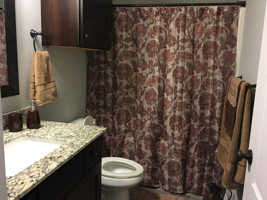 Full Bathroom with shower/tub combination