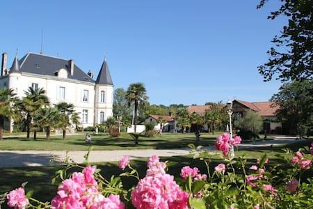 Château de Bétan - Oda + Kahvaltı