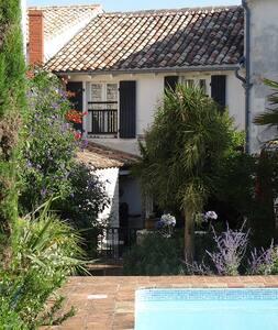 Le Chai d'Hastrel, jardin&piscine, centre village