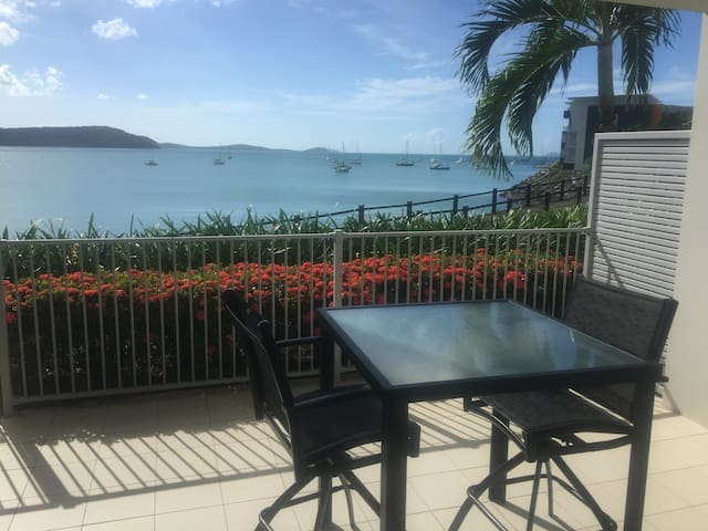 Absolute Waterfront 1 Bedroom Apartment in Airlie