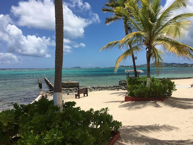 Sunrise and Rumset-BeachFront-OceanViews-WiFi-Bar