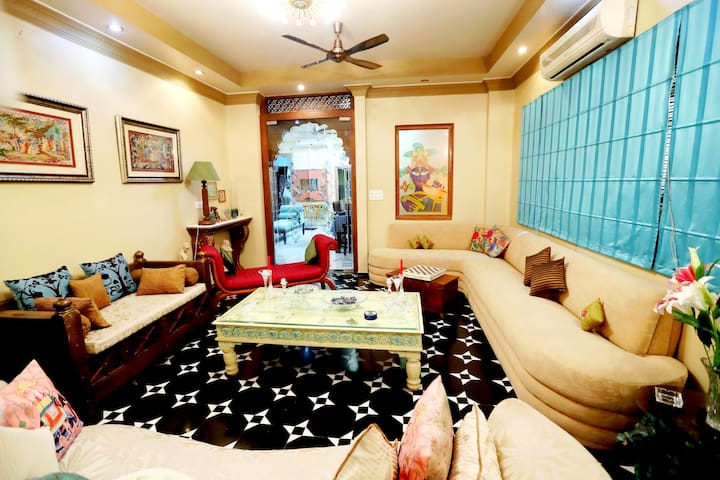 "AURA HOME STAY""B""Luxury Room in Civil Lines Jaipur"