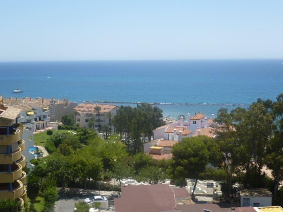Vistas desde el salón. El mar parece infinito  ⛱