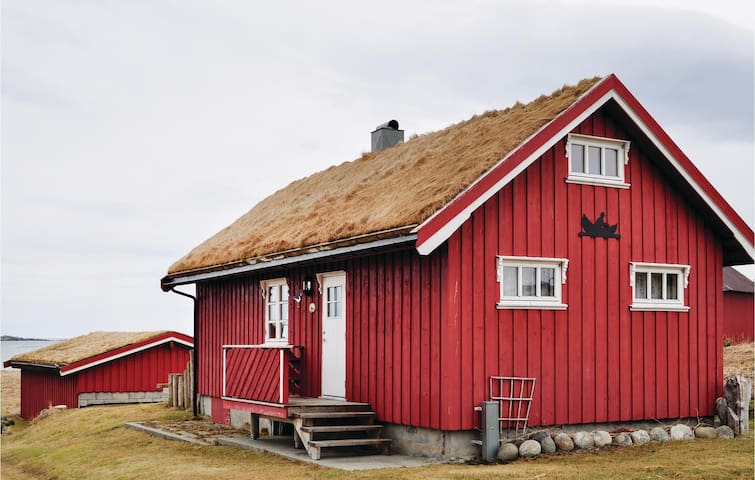 Holiday cottage with 2 bedrooms on 50m² in Bøstad